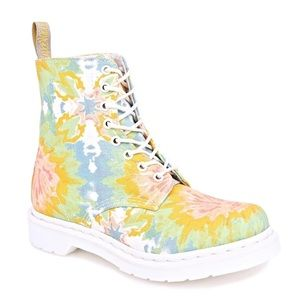 NWOT Dr Marten Tie-Dye Mandala Boots
